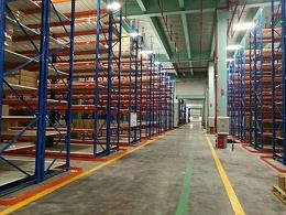 南京货架厂家为您解析:常见的先进先出货架种类有哪些?