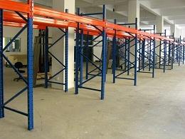 货架厂家告诉你:仓储重型货架防潮处理方法