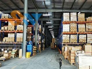 横梁货架厂家为你介绍:重型货架的制造原材料
