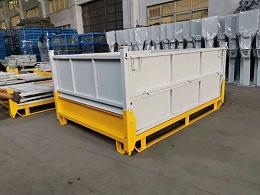 折叠可叉车钢制料箱在工厂仓库堆垛的情况